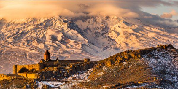 Jerevan - roosa linn Ararati jalamil
