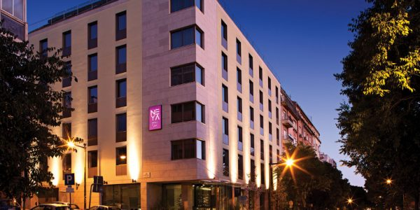 Hotell Neya Lisboa 4*, hommikusöögiga